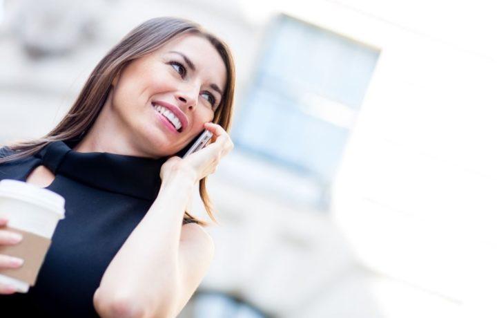 las mujeres hablan más por teléfono que los hombres