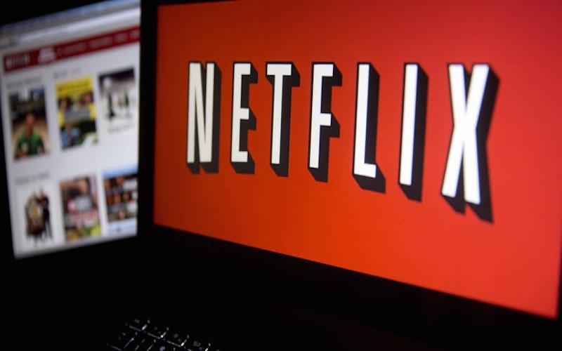 Netflix levanta 8 series