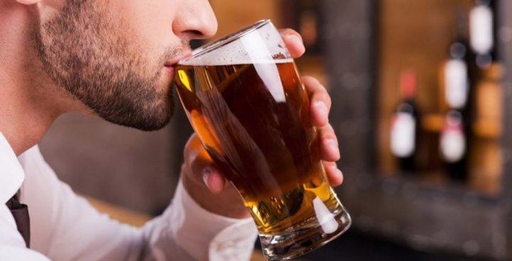 Tomar una cerveza diaria mantiene la juventud