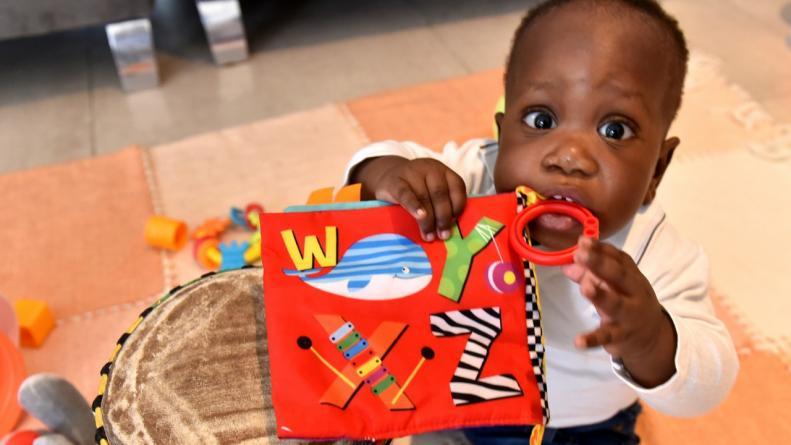 Aliú, el primer bebé africano adoptado por una pareja cordobesa
