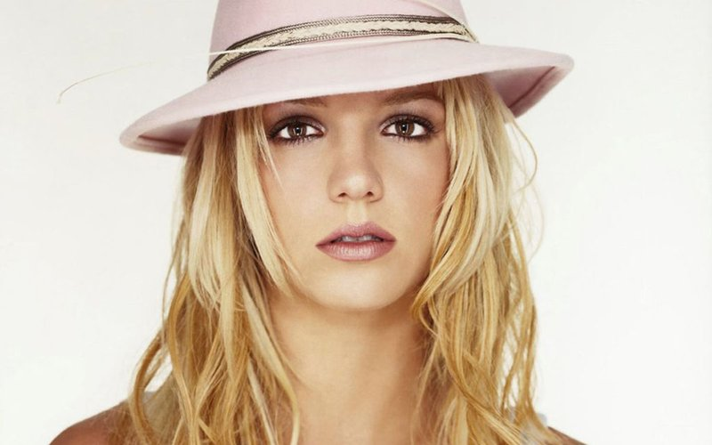 Britney Spears pinta un cuadro y lo subasta