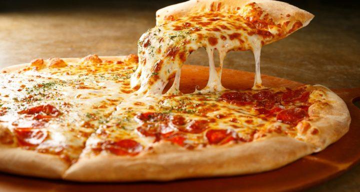 """Estudio revela que comer pizza genera """"más felicidad"""""""