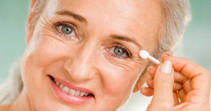 Según estudio el uso continuo del celular causan arrugas tempranas